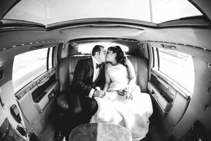 Düğün Fotoğrafı gelin arabasında