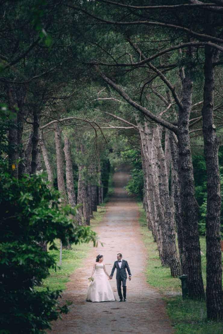 Düğün Fotoğrafı - agaclar arasında